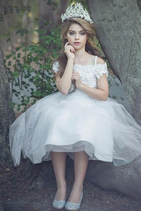 2016 ball gown lace flower girl dresses girls pageant dresses beaded flower girl dresses for weddings tea length communionnew style yellow Flower Girl Dresses with appliques first communion dresses for girls cute page…2016 flower girl dresses for weddings tea length girls pageant dresses with appliques first communion dresses for girls