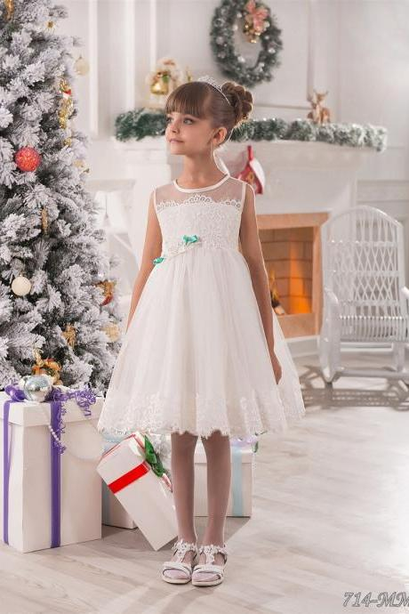 White Little Flower Girls' Dresses with Sheer Crew Neckline Lace Appliques Bow Tulle Knee Length Flower Girls Dress Christmas